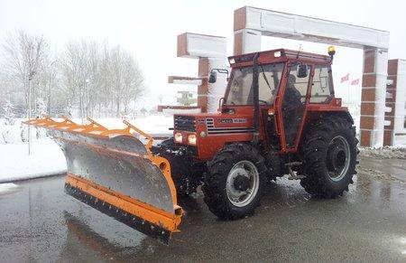 traktor kar kureme tuz serpme 1.450px