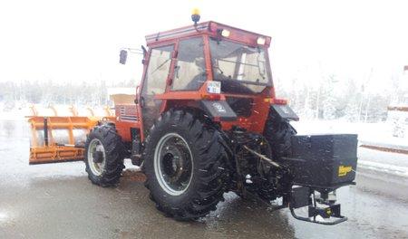 traktor kar kureme tuz serpme 3.450px